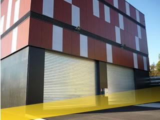 Rideau métallique bâtiment industriel