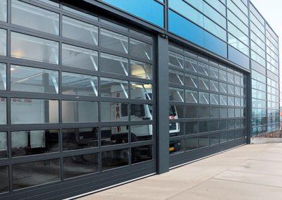 Porte sectionnelle vitrée